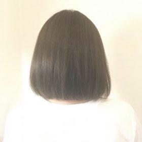 ミントアッシュカラーのヘアスタイル