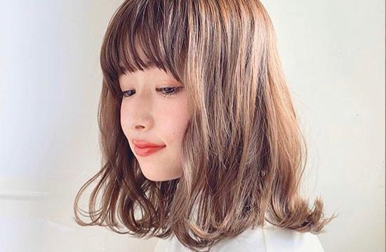 女性のミディアムヘアスタイル